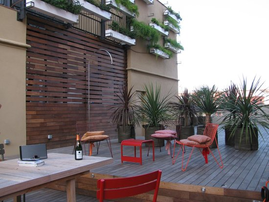 DestinationBCN Apartment Suites:                   View of the terrace attached to Tengujo