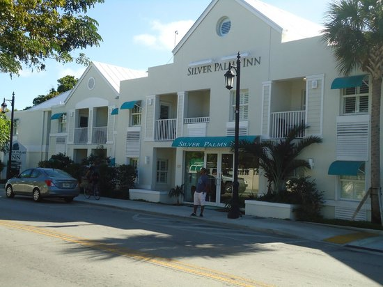 Silver Palms Inn:                   Front view Hotel
