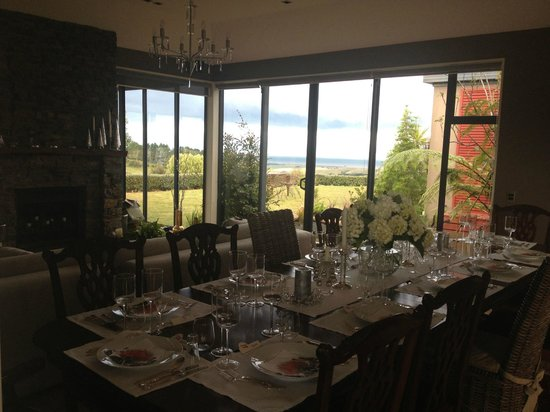 Rata Boutique Lodge :                   Beautiful dining table!