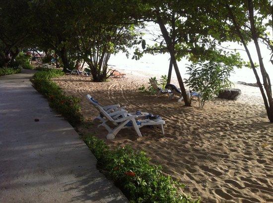 أمانترا ريزورت آند سبا: La plage a deux pas 