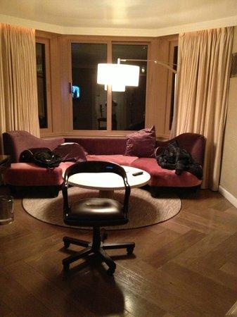 เดอะลอนดอนNYC:                   seperate living room