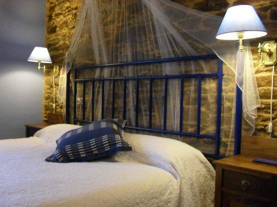 O Cabazo da curuxa: Habitación AUGA con cama de 1,90 X 2,00. Al Oeste.