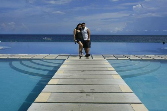 Acuatico Beach Resort & Hotel: The infamous Infinity Pool