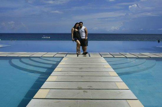 Acuatico Beach Resort & Hotel: The infamous Infinity Pool 