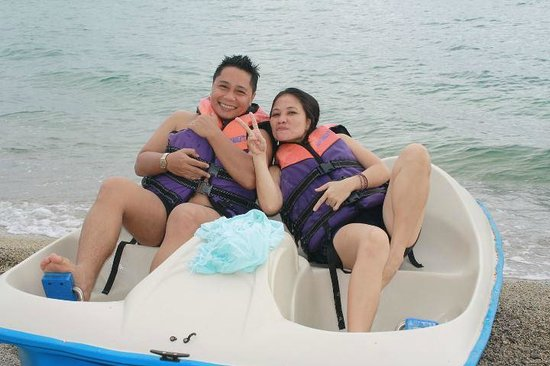 Acuatico Beach Resort & Hotel: Boat pedal all day! 