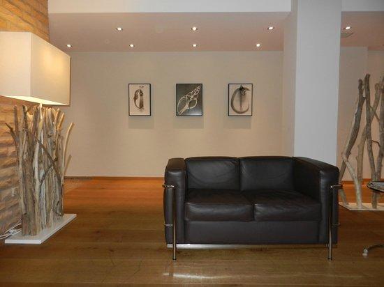 Michels Thalasso-Hotel Nordseehaus: Lounge vor dem Kamin