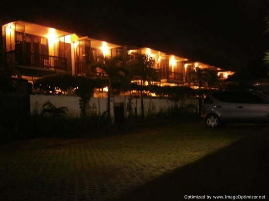 Sayang Sanur Terrace House:                                     The rooms at night