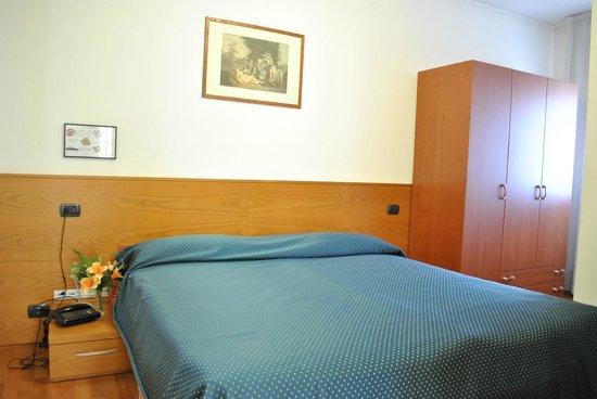 Hotel Ristorante Rometta : camera m,atrimoniale