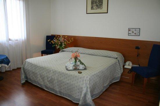 Hotel Ristorante Rometta: camera matrimoniale