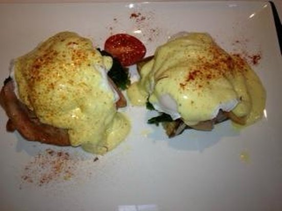 Arrowtown House Boutique Hotel: Eggs Florentine with Hollandaise Sauce (and ham special request)