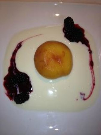Arrowtown House Boutique Hotel: Poached Peach with Organic Yoghurt