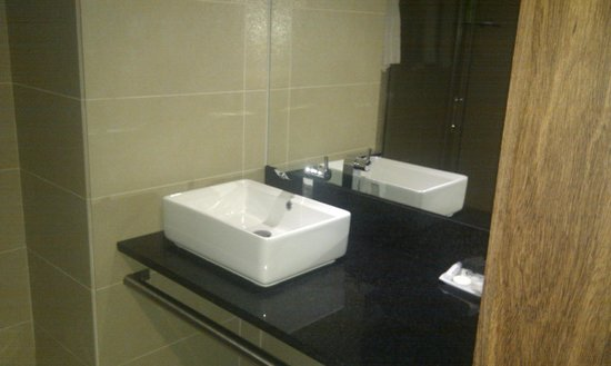 Skyna Hotel Luanda: Bathroom