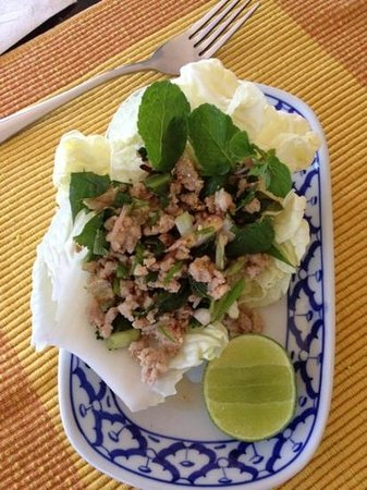 Phuket Thai Cookery School:                   Spicy chicken salad