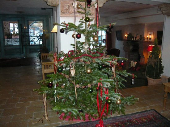 Himmlhof:                   Cosy Christmas Tree near log burng fire place