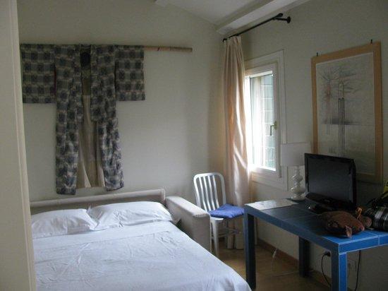 Oltre Il Giardino:                   Sofa bed in lounge area