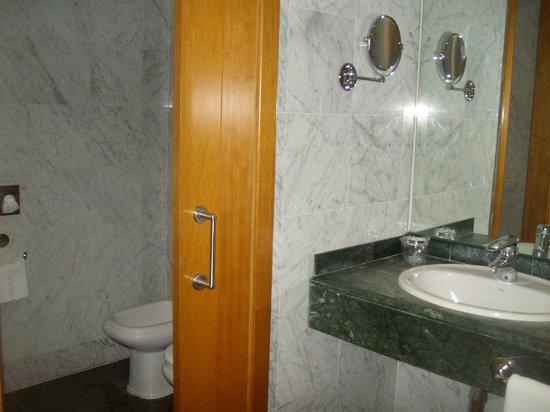 NH Malaga : Baño