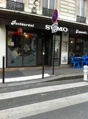 Sumo: la devanture avec les magnifiques tables oasis bleues !!