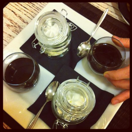 Le Petit Cafe: Cioccolata con la panna