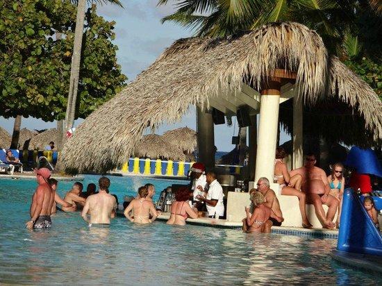 Caribe Club Princess Beach Resort & Spa: une des piscines