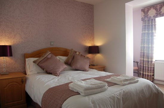 Chilton Country Pub and Hotel:                   Warm Comfy Bedroom