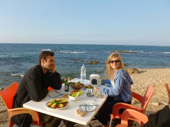 Al-Fanar Auberge : Delicious Lebanese mezze and sheesha on the private beach of the hotel