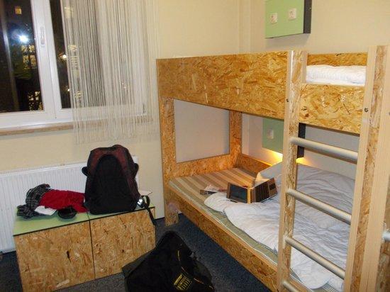 Jugendherberge Pathpoint Cologne:                   Vista da cama, com minhas bagunças... confortáveis.