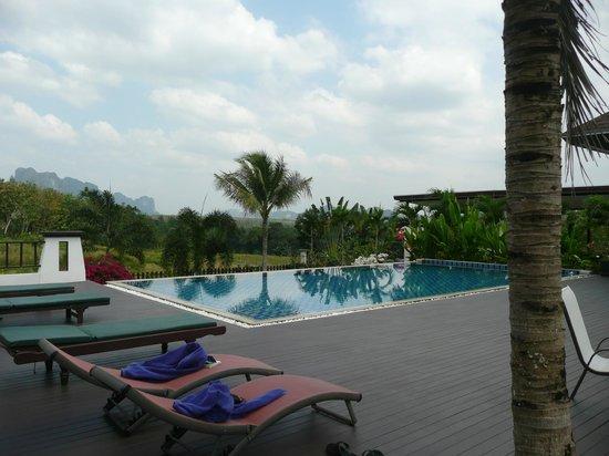 Leelawadee Garden Resort:                   relaxing pool