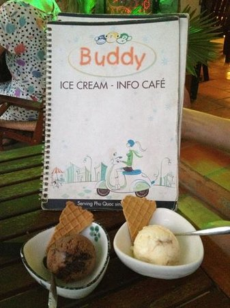Buddy Ice Cream & Info Cafe: chocolate ecstasy / classic vanilla