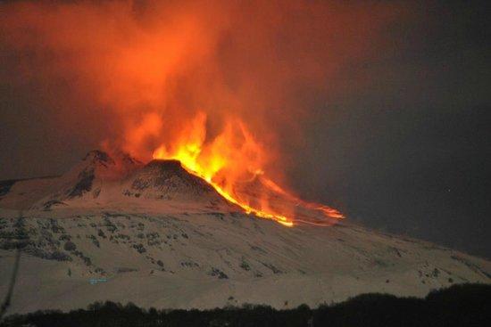 لا جيارا: B&B Nicolosi_winter Etna eruption
