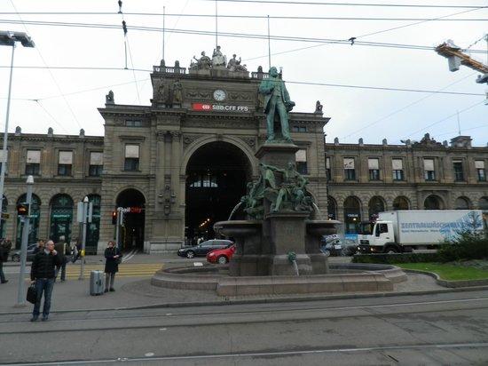 Bahnhofstrasse : ZURICH HB