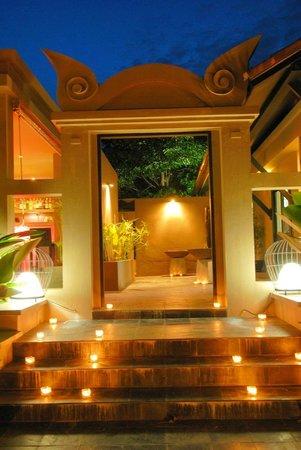 Montra Hotel: Restaurant Gate