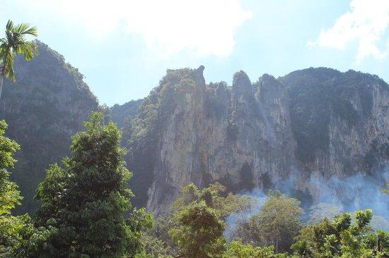 Aonang Phu Petra Resort, Krabi Thailand: tranquil cliff