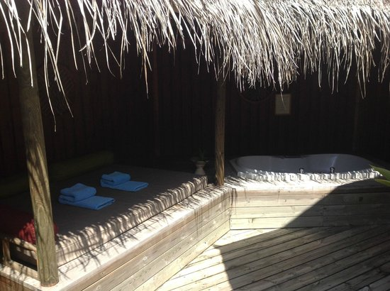 Kuredu Island Resort & Spa:                   Hot tub room 137