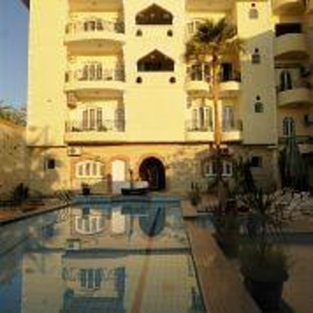 Nile Valley Hotel Restaurant: pool and suite wing