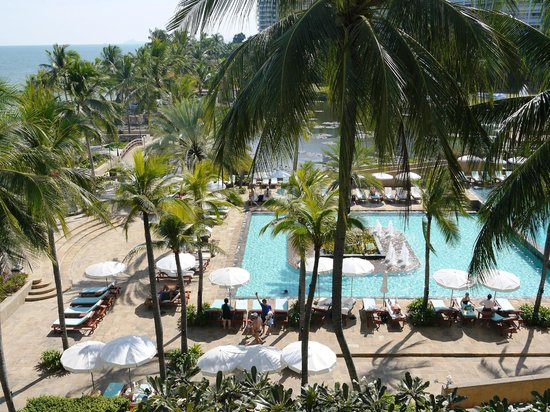 Dusit Thani Hua Hin: プールは、確かに広い。