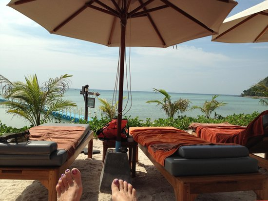 Mai Samui Resort & Spa:                   Lazing by the beach