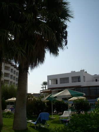 Pylea Beach Hotel:                   Hotel view