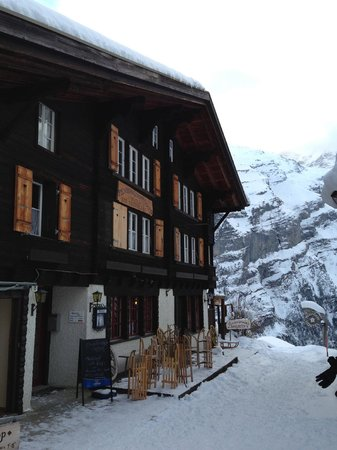 Pension Gimmelwald:                   pension and view in winter