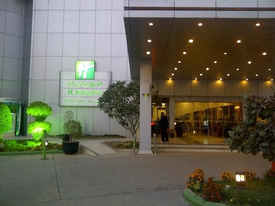 Holiday Inn Riyadh - Al Qasr :                   Entrance (not to get confused with Olay hotel nearby)
