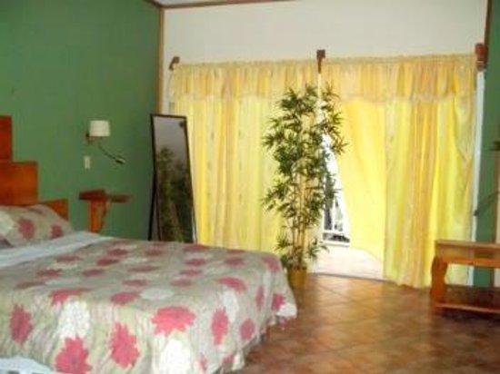 Hotel Oasis : Habitación