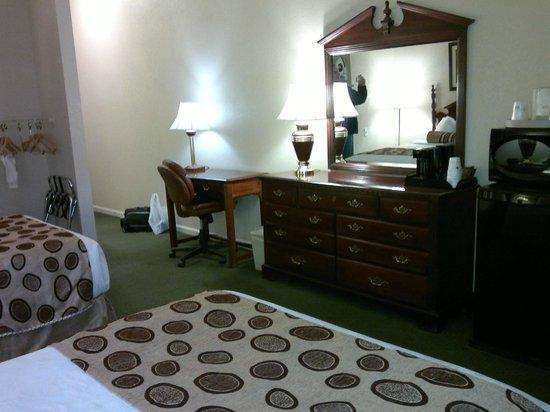 Best Western Spring Hill Inn & Suites:                   Room