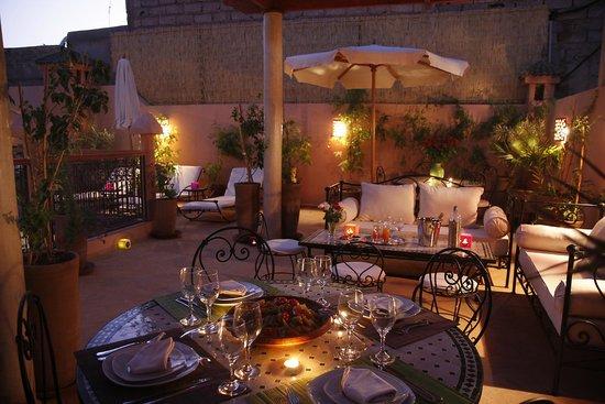 Riad Berenssi : terrasse nuit