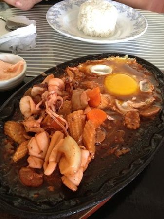 Boracay Royal Park Hotel:                   sizzling squid was good