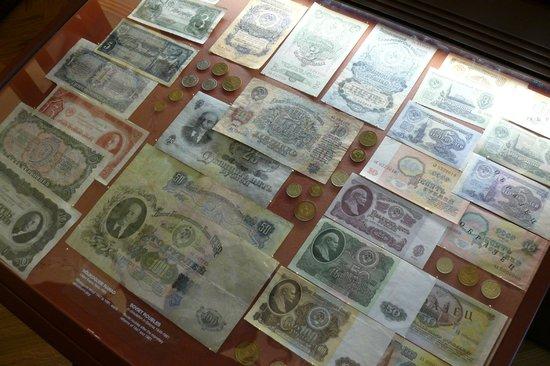 Bank of Estonia Museum:                   Различного времени деньги