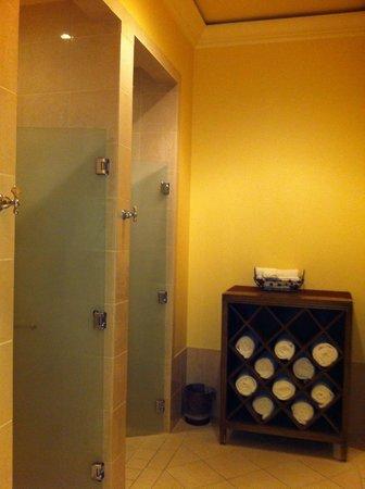 Hilton Lake Las Vegas Resort & Spa: Nice showering area