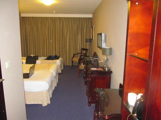 BEST WESTERN Blue Square Hotel:                   grote slaapkamer met 2 grote bedden