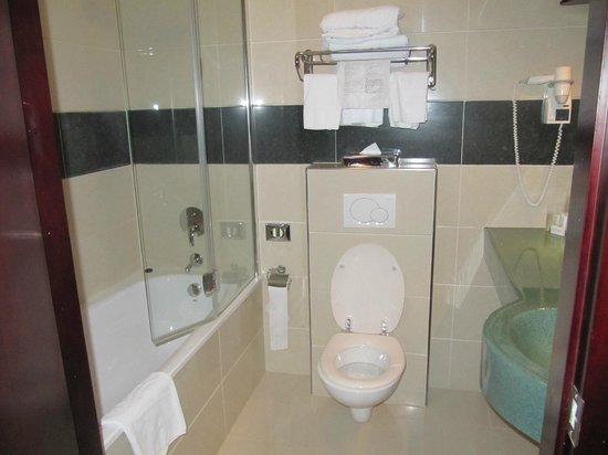 BEST WESTERN Blue Square Hotel:                   mooie badkamer