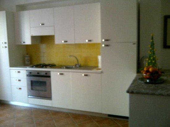 Residence degli Agrumi: Cocina de un departamento de 1 dormitorio