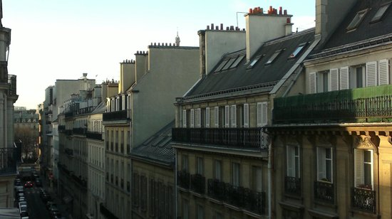 Elysees Mermoz Hotel: vista dalla camera di giorno lato sinistro