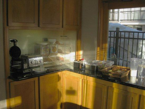 Firelite Lodge:                   Continental breakfast -- yum!